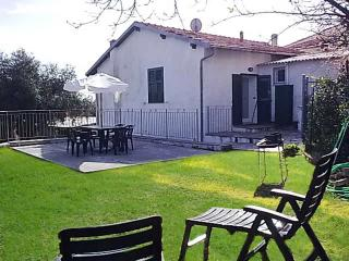 Cozy 2 bedroom Diano Marina Villa with Deck - Diano Marina vacation rentals