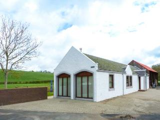 THE STABLES AT DALDORCH, detached, ground floor, woodburner, private sitting area in garden, near the River Ayr Way and Mauchline, Ref 919310 - Mauchline vacation rentals