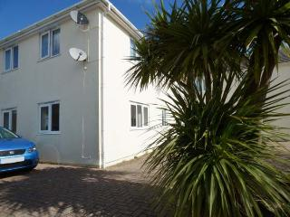 CHY-AN-MOR, ground floor, WiFi, 10-minute walk to Carbis Bay beach, in Carbis Bay, Ref 924537 - Saint Ives vacation rentals