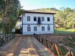 Nice Guest house with Deck and Satellite Or Cable TV - Monteiro Lobato vacation rentals