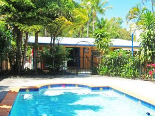 Charming 3 bedroom Clifton Beach House with Internet Access - Clifton Beach vacation rentals