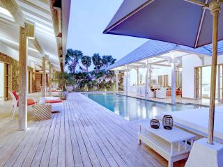 Yang Tao II 4BR Luxury Villa, Large Pool-Kerobokan - Kerobokan vacation rentals