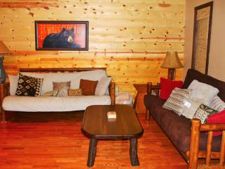 Nice 2 bedroom Cottage in Hochatown with Deck - Hochatown vacation rentals