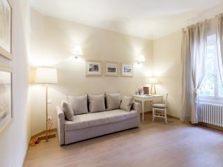 Sweet Home Petrarca, nuovissimo in centro - Florence vacation rentals