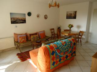Cozy 2 bedroom Trouville Apartment with Outdoor Dining Area - Trouville vacation rentals