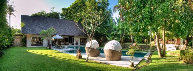 Alir Luxury, 5 Bedroom Villa, Pool & Tropical Garden-Canggu - Image 1 - Canggu - rentals