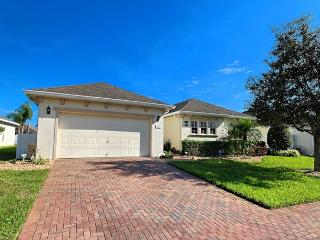 AMERICAN PALMS-4 Bedroom, 3.5 Bath Home in a Gated Community - Davenport vacation rentals