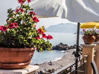 Fondaco Parrino mare 10 - Letojanni vacation rentals