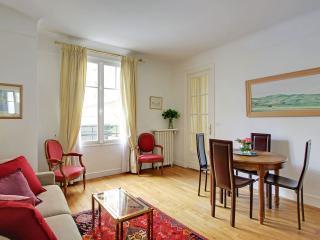 Sevres - in St Germain des Pres - close boutiques - Paris vacation rentals
