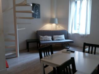 Beautiful Apartment with Internet Access and A/C - Milan vacation rentals