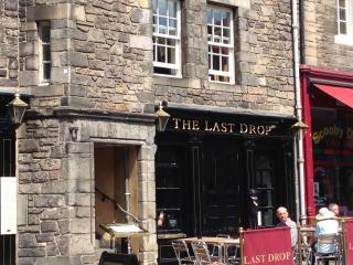 76/2 Grassmarket - Edinburgh vacation rentals