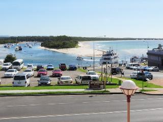 Comfortable Condo with Internet Access and Dishwasher - Huskisson vacation rentals