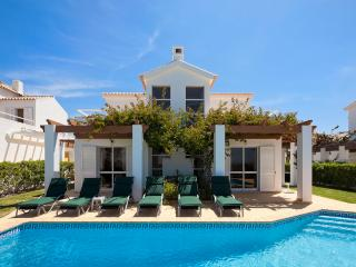 Villa Kelly - 4 bedrooms, stunning sea views, walk to restaurants and supermarket - Sesmarias vacation rentals