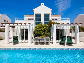 Villa Manuel - 4 bedroom villa, walk to beach, restaurants and supermarket - Sesmarias vacation rentals