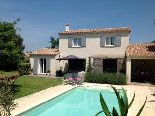 Bright 3 bedroom Saint-Victor-la-Coste Villa with Internet Access - Saint-Victor-la-Coste vacation rentals