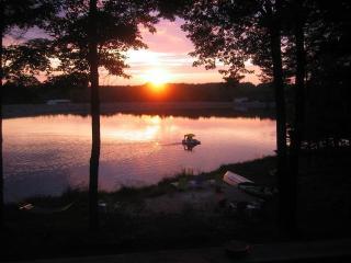 Vibrant Colorful Fun Lakefront w/ Amazing Sunsets! - Pocono Lake vacation rentals