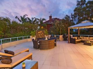 Perfect Condo with Internet Access and Dishwasher - Queenscliff vacation rentals