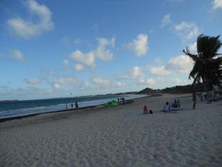 Vacances de rêve plage piscine - Orient Bay vacation rentals
