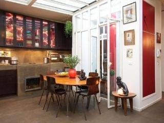 Adorable petit loft sur jardinet - Paris vacation rentals