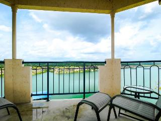 Lakeview condo w/ in/outdoor pool, hot tub, gym & spa access - Lago Vista vacation rentals