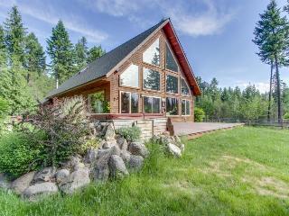Luxurious log cabin w/ boat slip and lake views! - Sagle vacation rentals
