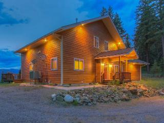 Gorgeous modern home with expansive deck and mountain views - Sagle vacation rentals