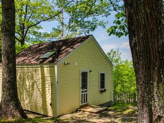 Cozy and bright dog-friendly cottage with woodland views - Edgecomb vacation rentals