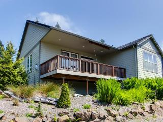 Gorgeous home w/ mountain views, well-appointed deck, jetted tub, game room - Rockaway Beach vacation rentals