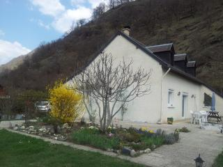 Nice Ski chalet with Internet Access and Dishwasher - Juzet-de-Luchon vacation rentals