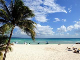 Oceanfront with pool 2 bedroom in Ocean Plaza (OP10) - Playa del Carmen vacation rentals
