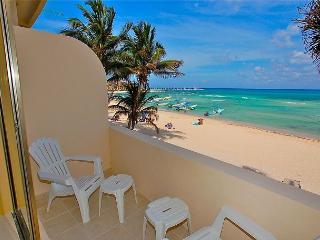 Oceanfront with pool 2 bedroom in Ocean Plaza (OP12) - Playa del Carmen vacation rentals