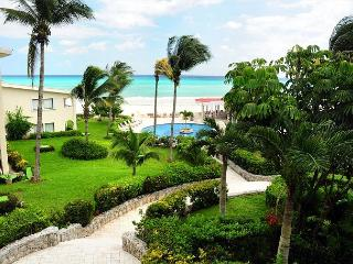 Oceanfront with pool 1 bedroom in Xaman Ha (7116) - Playa del Carmen vacation rentals