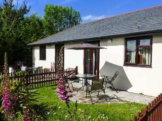 HONEYSUCKLE COTTAGE ground floor, use of swimming pool, close to coast in Bude Ref 19172 - Bude vacation rentals
