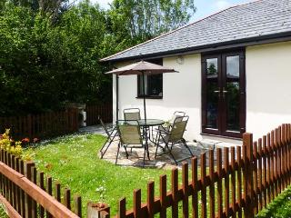 CAMPION COTTAGE family-friendly, shared use of swimming pool, children's play area near to beaches in Bude Ref 19587 - Bude vacation rentals