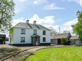 CAMMAGH COTTAGE, detached farmhouse, woodburner, en-suites, football table, near Ballinamuck, Ref 923601 - Drumlish vacation rentals