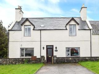 WESTHAVEN HOUSE, semi-detached,open fire, en-suite bedrooms, private garden, WiFi, nr Kyleakin, Ref 924267 - Kyleakin vacation rentals