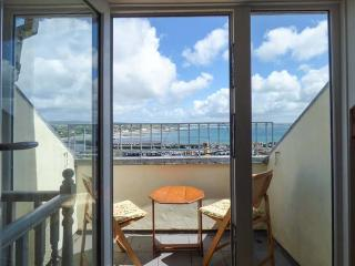 KITTIWAKE, sea views, WiFi, off road parking for 1, Sky Sports, petas welcome, Newlyn, Ref. 925109 - Newlyn vacation rentals