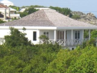 Beautiful villa with ocean view and terrace - West End vacation rentals