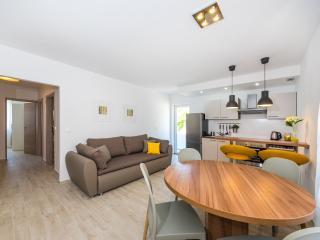 2 bedroom Apartment with Internet Access in Zverinac - Zverinac vacation rentals