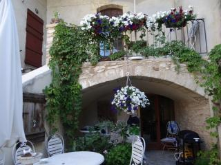 La Terrasse Appartements des Jardins - Saint-Maximin vacation rentals