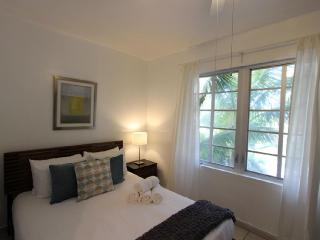 Amazing One Bedroom on Ocean Drive - Miami Beach vacation rentals
