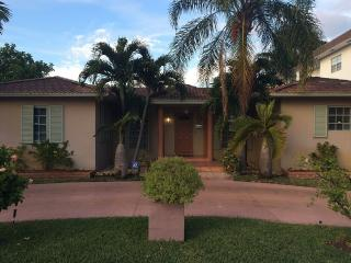 Miami / Hollywood, 3 bed-3 bath, near the Beach, - Hollywood vacation rentals