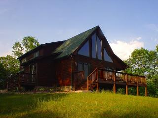 Log Home W/Outdoor Fireplace, Wraparound Deck, WiFi. Lower Summer Rates Avail - Piney Creek vacation rentals
