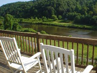 """THE HIDEAWAY""  Cabin w/Hot Tub Near  New River! Memorial Day Weekend Avail! - Crumpler vacation rentals"