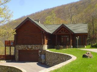 Custom Log Cabin at 4000ft with Panoramic Views & WiFi! Lower Summer Rates! - West Jefferson vacation rentals