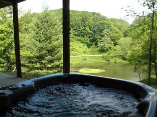 Cool Mtn Breezes, Pond Access, Bubbling Hot Tub - Labor Day Weekend Available - Grassy Creek vacation rentals