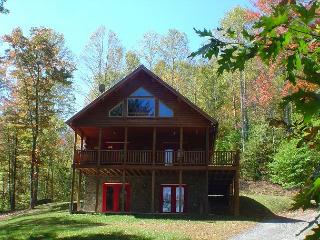 Spacious Log Home on 32 acres w/Hot Tub, Mtn Views, Fire Pit, WiFi! - Lansing vacation rentals