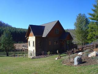 Easy River Access, Fire Pit, WiFi and Covered Porch! Lower Summer Rates Avail - Laurel Springs vacation rentals