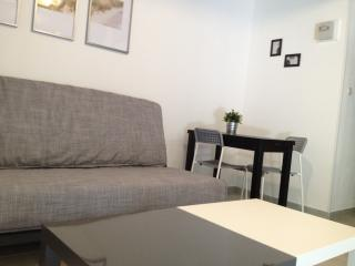 Cozy Beaucaire Studio rental with Internet Access - Beaucaire vacation rentals