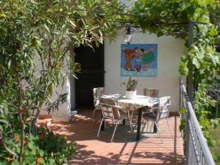 Casa Blu al mare in Villa ArcobalenoIMPERIA - Imperia vacation rentals
